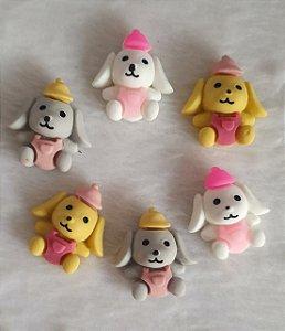 Aplicação (Patch) em resina Cachorro com boné e macacão- 23 x 24mm - Cores: Branco, Cinza e amarelo - * embalagem com 2 unidades da cor escolhida*
