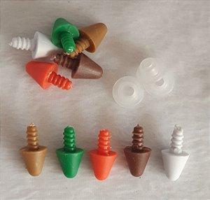 Pino plástico com trava de segurança -  15mm (1,5cm)-  Muito usado como chifre, dente, nariz de boneco de neve, espinho de dinossauro etc. - Cores: Branco, laranja, marrom, verde e caramelo -Pacote com 6 unidades e travas da cor escolhida