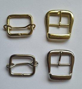 Kit Fivela + Fivela de ajuste - Aço inox - Cromada ou dourada - Tamanho 32mm x 35mm - Embalagem com 3 jogos (fivela + fivela de ajuste)