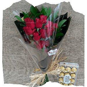 Ramalhete Toque de Amor composto por 12 rosas vermelhas