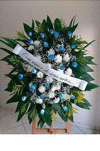 Coroa Fúnebre Rosas na cor Azul com Crisântemos Brancos
