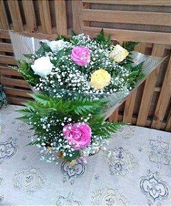 Buquê 6 Rosas (Cores Variadas) Luxo
