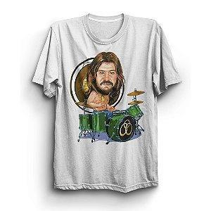 Camiseta Básica Caricatura Baterista Integrante Banda Led Zeppelin John Bonham