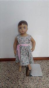 Vestido rodado floral com faixa na cintura e botões atrás