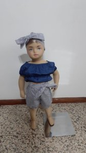 Conjunto blusa ciganinha e shorts listrado, e faixa de cabelo