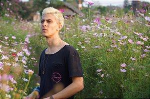 Camiseta Gola Especial Flamingo Preta com Bolso