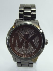 Relógio feminino Michael kors Preto com Fundo Marrom