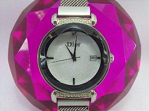 Feminino Dior Prata com Fundo Preto e Branco