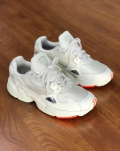 Tenis Adidas Falcon W