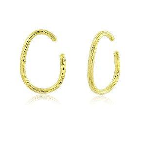 Brinco piercing oval de tubo torcido folheado em ouro