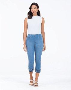 Calça Jeans Cropped Com Bordados