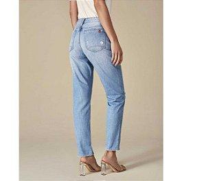 Calça Jeans Boyfriend com Aplicação em Metal