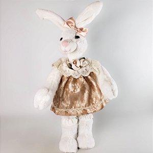 Coelha de pelúcia c/ vestido de renda nude 40cm