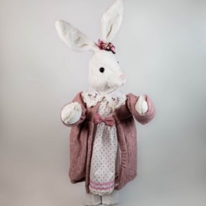 Coelha de pelúcia c/ cardigan rosa 80cm