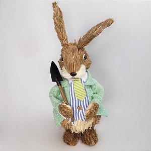 Coelho rústico de terno verde e pá 35cm
