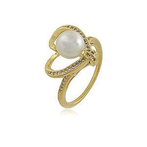 Anel banhado a ouro em formato de coração cravejado com strass e com uma pérola
