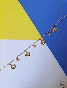 Tornozeleira banhada a ouro de conchinhas