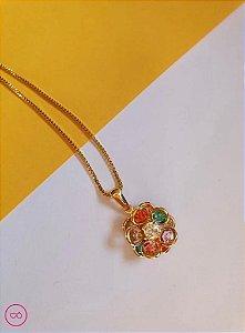 Colar banhado a ouro com pingente de flor colorida