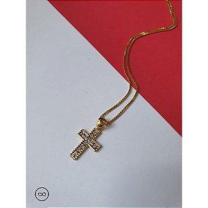 Colar banhado a ouro com pingente de cruz com strass
