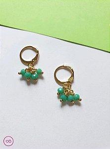 Brinco de argolinha banhado a ouro com miçangas verdinha