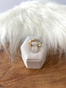 Anel aparador com detalhes em três banhos (rosê gold, ouro branco e dourado)