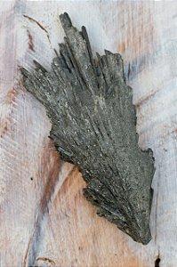 Pedra Vassoura de Bruxa - Cianita Negra
