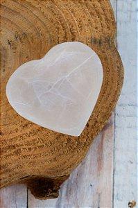 Base de Selenita em formato de coração
