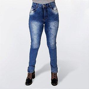 Calça Jeans Feminina com Elastano Cintura Alta Estonada e Detalhe em Zíper