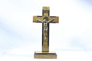 Crucifixo De Mesa Com Medalha De São Bento 13cm