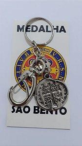 Chaveiro Medalha Duas Cruzes 24mm com Mosquetão.