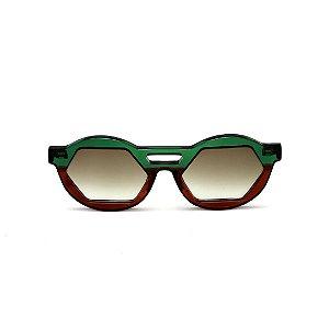Óculos de sol Gustavo Eyewear G134 1. Cor: Verde e marrom translúcido. Haste verde. Lentes marrom.
