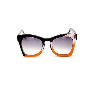 Óculos de sol Gustavo Eyewear G75 1. Cor: Preto, fumê e laranja translúcido. Haste preta. Lentes cinza.