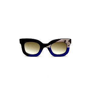 Óculos de Sol Gustavo Eyewear G31 8. Cor: Preto, fumê e azul translúcido. Haste fumê. Lentes marrom.