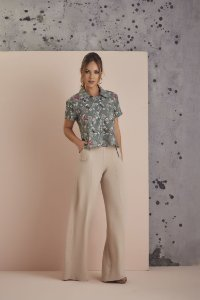 CAMISA CROPPED ESTAMPA NARA