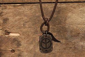 Cordão de couro grego regulável, com pingentes prata velha