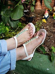 Sandália Rasteira Branca Pedra Verde