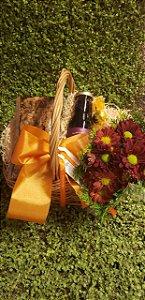 Cesta de Presente Com Flores Bordô