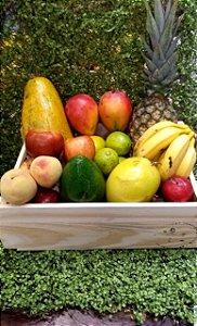 Box de Frutas em Caixa de Madeira com Logo Machry