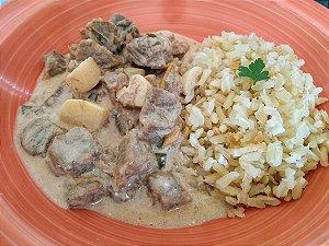 14 - Estrogonofe light de carne com champignon e arroz integral - refeição congelada