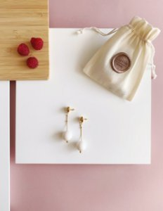 Brinco Branco - Berries Mini Clássico