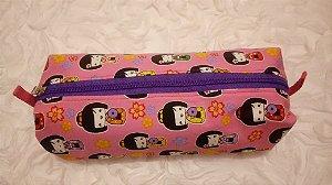 Estojo box em tecido com estampa de kokeshi