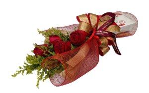 Ramalhete De 4 Rosas e Raffaello