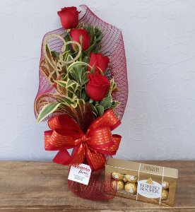Ramalhete de 4 Rosas com Ferrero
