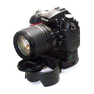 Câmera Nikon D7000 com Lente AF-S 18-105mm VR e Grip Nikon MB-D11 Usada