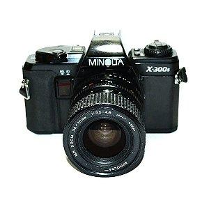 Câmera Analógica Minolta X-300S com Lente MD Zoom 35-70mm Usada