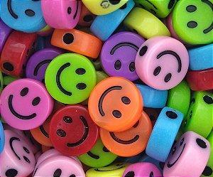 Miçangas Entremeio Plástico Smile Colorido - 25g