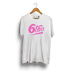 Camiseta Unibutec 6tou Logo Rosa Fluorescente