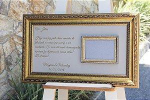 Placa de homenagem emoldurada