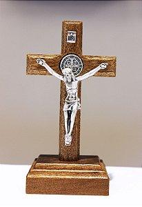 Crucifixo Madeira Mesa ou Parede (8,5cm) Com São Bento - PV