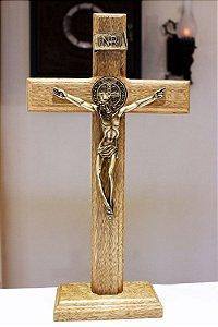Crucifixo Madeira Mesa ou Parede (27,5cm) Com São Bento - OV